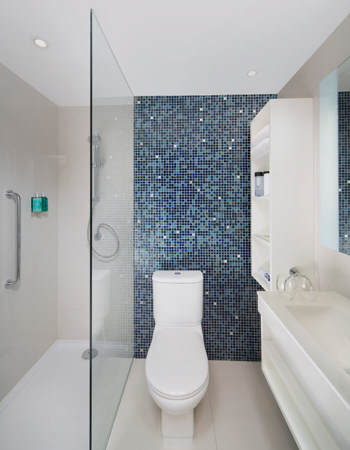 Deluxe - Bathroom (Images are a visual preview and may vary)